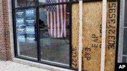 La bala hizo añicos un ventanal de vidrio de la oficina de la campaña de Obama en Denver.