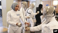 히잡을 착용한 미국 여자 펜싱 올림픽 대표선수 이브티하즈 무함마드. (자료사진)