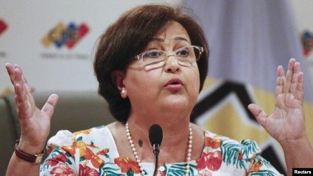 La presidenta del Consejo Nacional Electoral, Tibisay Lucena, anuncia la fecha de las elecciones parlamentarias programadas para el 6 de diciembre.