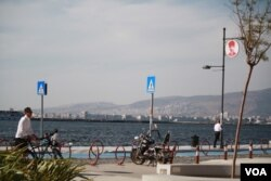 In a neighborhood in Izmir, Turkey where refugees and smugglers meet to arrange passage to Europe, many travelers are afraid to be photographed, worried they will be sent back to Syria.