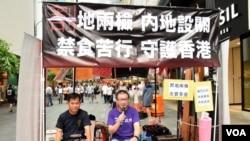 香港基督徒團體進行50小時禁食苦行反對西九一地兩檢方案 (美國之音湯惠芸拍攝)