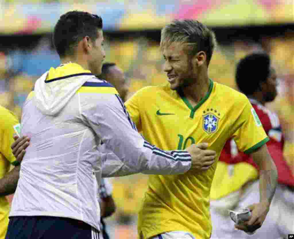 Colombia's James Rodriguez, left has a word with Brazil's Neymar before the World Cup quarterfinal soccer match between Brazil and Colombia at the Arena Castelao in Fortaleza, Brazil, Friday, July 4, 2014. (AP Photo/Natacha Pisarenko)