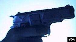 Los policías detuvieron a dos vehículos y comenzó un tiroteo que culminó con la muerte del agente federal.