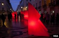 Jedna od glavnih ulica, Rua Augusta, u centru Lisabona se odlikuje neobičnim božićnim dekoracijama