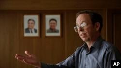 Ông Jeffrey Fowle, một du khách Mỹ bị bắt vì vi phạm luật lệ chưa rõ là gì, nói chuyện với phóng viên CNN Will Ripley tại Bình Nhưỡng, ngày 1/9/2014.