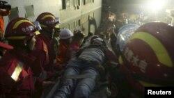 Sáng hôm 23 tháng 12, nhân viên tiếp cứu tìm thấy 1 người sống sót đã tìm cách thoát chết trong khoảng 67 tiếng đồng hồ.
