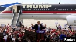 美国共和党总统参选人川普在俄亥俄州代顿国际机场发表竞选讲话。 (2016年3月12日)