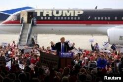 Donald Trump Gizli Servis korumalarıyla çevrelenmiş durumda.