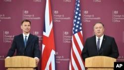 نشست خبری مشترک جرمی هانت وزیر خارجه بریتانیا (چپ) و مایک پمپئو وزیر خارجه آمریکا در لندن - ۸ مه ۲۰۱۹