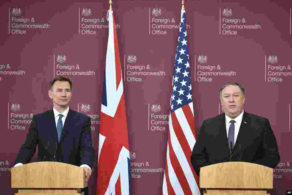 مایک پمپئو، وزیر خارجه آمریکا، و جرمی هانت، وزیر خارجه بریتانیا در کنفرانس خبری مشترک در لندن. آقای پمپئو در واکنش به اعلام ایران برای کاهش تعهدات خود در برجام گفت که آمریکا بر اساس اقدامات عملی جمهوری اسلامی تصمیم گیری خواهد کرد.