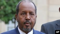 Presiden Somalia, Hassan Sheikh Mohamud mengumumkan lagi tawaran amnesti bagi militan Al-Shabab (foto: dok).
