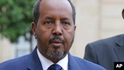 索马里总统哈桑•谢赫•马哈茂德在同法国总统奥朗德会晤后对媒体发表讲话。