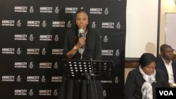 Muleya Mwananyanda, Amnesty International's deputy director for southern Africa, addresses representatives of various Zimbabwean political parties at a human rights pledge event, in Harare, Zimbabwe, July 12, 2018. (S. Mhofu/VOA)