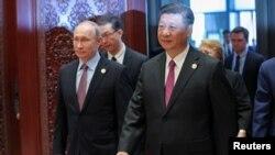 ႐ုရွား သမၼတ Vladimir Putin နဲ႔ တ႐ုတ္ သမၼတ Xi Jinping (ေမ၊ ၁၅၊ ၂၀၁၇)