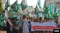 جماعت اسلامی کے کارکنان 11 مئی 2013ء کو ہونے والے عام انتخابات کیخلاف احتجاج کر رہے ہیں (فائل)