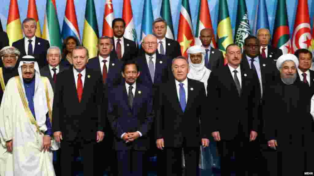 نشست سران سازمان همکاری اسلامی از روز پنجشنبه در شهر استانبول ترکیه آغاز به کار کرد؛ نشستی که در آن سران دو کشور ایران و عربستان سعودی برای نخستین بار در طول چند سال اخیر و بالا گرفتن تنش میان دو کشور، رو در روی یکدیگر قرار گرفتند. با وجود برخی گمانهزنیها از احتمال ملاقات بین حسن روحانی رئیس جمهوری ایران ملک سلمان پادشاه سعودی در حاشیه این نشست، غیر از یک برخورد کوتاه و ارتباط چشمی هنگام آماده شدن برای گرفتن عکس گروهی، هیچ ملاقات دیگری بین آنها، دست کم در روز اول، صورت نگرفت.