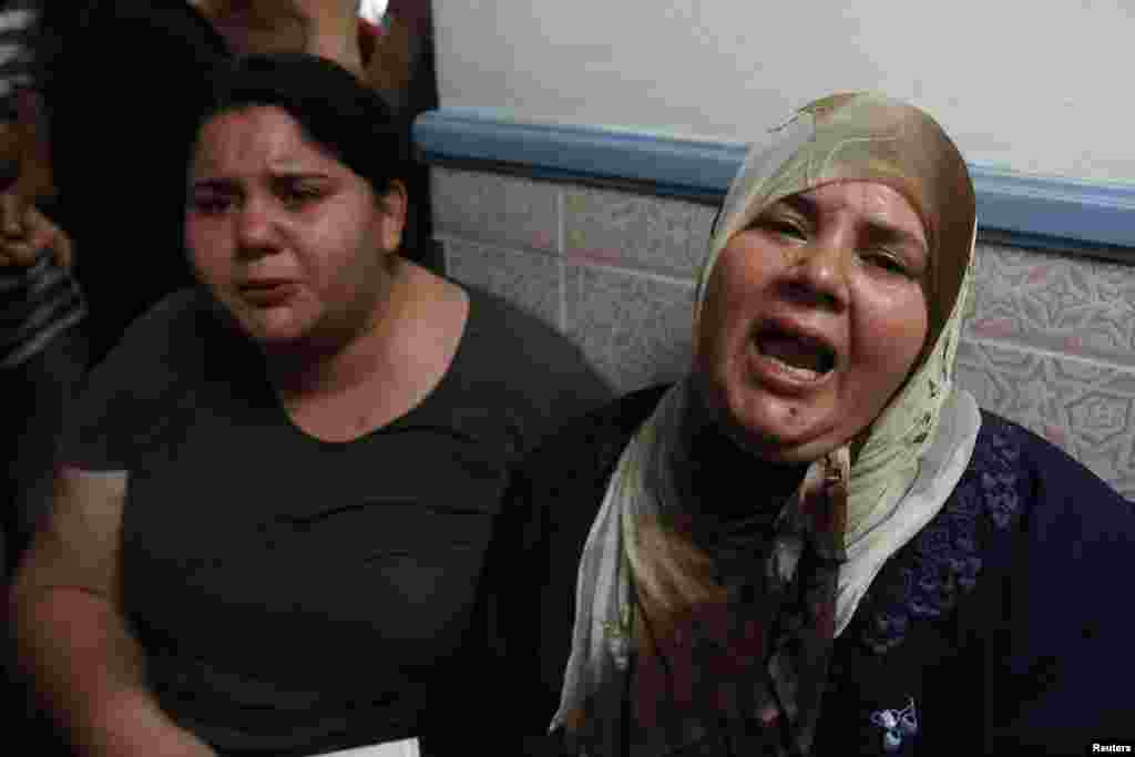 Assassinated Tunisian opposition politician Mohamed Brahmi's wife Imbarka (R) and daughter Balkis mourn his death in Tunis July 25, 2013. Brahmi was shot dead outside his home in Tunis on Thursday in the second such assassination this year, setting off ma
