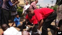 內羅畢商場9月21日受恐襲 一名傷者接受治療。