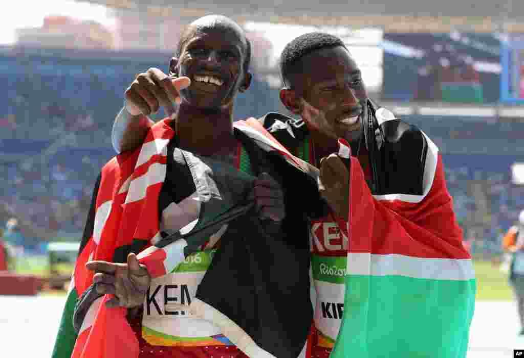 Conseslus Kipruto da Ezekiel Kemboi daga kasar Kenya