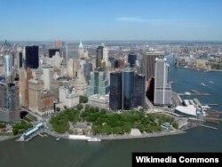 Battery Park və Nyu Yorkun maliyyə mərkəzinin səmadan görüntüsü.