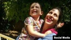 نازنین زاغری، ایرانی بریتانیایی تبار در یکی از مرخصیهای نادر از زندان.