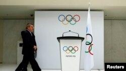 资料图片:2014年7月7日,国际奥委会(IOC)主席托马斯∙巴赫(Thomas Bach)在位于瑞士洛桑的奥委会总部宣布2022年冬奥会候选城市。