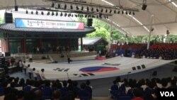 """6.25전쟁 66주년을 앞두고 지난 22일 서울놀이마당에서 625명이 함께하는 """"평화공감"""" 통일염원 통일대합창 행사가 열렸다."""