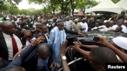 Shugaba Buhari a Abuja bayan sallar Eid.