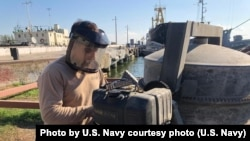 Фото ВМС США: моряки США допомагають ремонтувати причал в Очакові, Україна