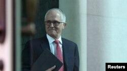 Perdana Menteri Australia Malcolm Turnbull tiba di ruang rapat di gedung Parlemen di Canberra, Australia, 21 Agustus 2018.
