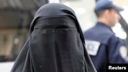 Ngày càng có nhiều quan ngại về các thiếu nữ ủng hộ các tổ chức Hồi Giáo cực đoan đến Syria và Iraq để trở thành 'các cô dâu thánh chiến'.