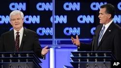 CNN 토론회에서 설전을 벌이는 미트 롬니(우) 전 매사추세츠 주지사와 뉴트 깅리치(좌) 전 하원의장(자료사진)