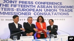 "From left; Vietnam's Minister of Industry and Trade Tran Tuan Anh, Secretary of the Philippine Department of Trade and Industry and Chair of the ASEAN Economic Ministers (AEM) Meeting Ramon Lopez, Commissioner for Trade, European Union Cecilia Malmstrom and ASEAN Secretary General Le Luong Minh link arms following a news conference during the ongoing 15th ASEAN Economic Ministers-European Union Trade Consultations, Friday, March 10, 2017, in Pasay city, Philippines. In their statement, the AEM-EU meeting said they ""discussed various projects on trade facilitation, Intellectual Property Rights, air transportation and statistics and integration monitoring."" (AP Photo/Bullit Marquez)"