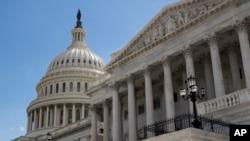 Gedung Senat AS dan Kubah Gedung Capitol, Washington, D.C. (Foto: dok).