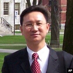 台灣國立政治大學國家發展研究所教授童振源
