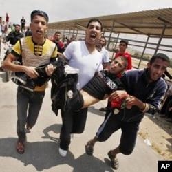 ຊາຍປາແລສໄຕນຄົນນງຖືກລູກປືນຂອງທະຫານອິສຣາແອນ ໃນການປະທະກັນ ຢູດານ Erez ຂາມຊາຍແດນລະຫວາງ Israel ກັບພາກເໜືອເຂດ Gaza, ວັນທີ15 ພຶດສະພາ 2011