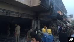 Ekipe za vanredne situacije na mestu incidenta u Iraku, petak 17. juli, 2015.
