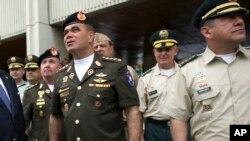 Vladimir Padrino, ministro de Defensa de Venezuela, informó que el excapitán Juan Caguaripano y el teniente primero Jefferson García, fueron detenidos en un alcabala en Caracas.