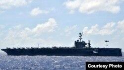 Tàu sân bay USS George Washington của Hải quân Hoa Kỳ ở biển Philippines, 15/11/2013