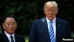 «Права рука» лідера КНДР Кім Йонг Чол з президентом США Дональдом Трампом після зустрічі в Білому домі у Вашингтоні, США.