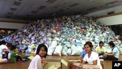 Thai flood relief volunteers, October 17, 2011.