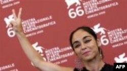 شیرین نشاط در جشنواره ونیز، عدم وجود آزادی در ایران را تقبیح کرد