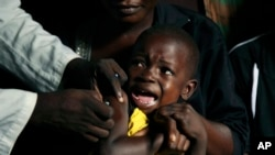 Một đứa trẻ được tiêm vắc-xin sốt vàng ở quận Kisenso, Congo, 21/7/2016.