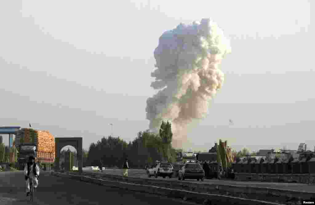 Smoke rises from the site of a bomb attack on a base operated by Polish and Afghan forces in Ghazni province, August 28, 2013.