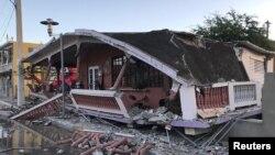 Sebuah rumah yang rusak berat akibat gempa yang mengguncang Guanica, Puerto Rico, 7 Januari 2020.