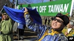 示威者在白宫前抗议中国内蒙政策