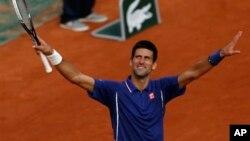Novak Djokovic berhasil maju ke semifinal turnamen grand slam untuk ke-12 kalinya di turnamen Perancis Terbuka setelah mengalahkan Tommy Haas dengan straight set 6-3, 7-6, 7-5 (foto: dok).