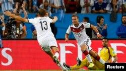 Mario Goetze ya celebra el gol que significó la Copa del Mundo para Alemania