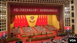 중국 최대 정치행사인 제12회 양회가 3일 베이징 인민대회당에서 개막했다.