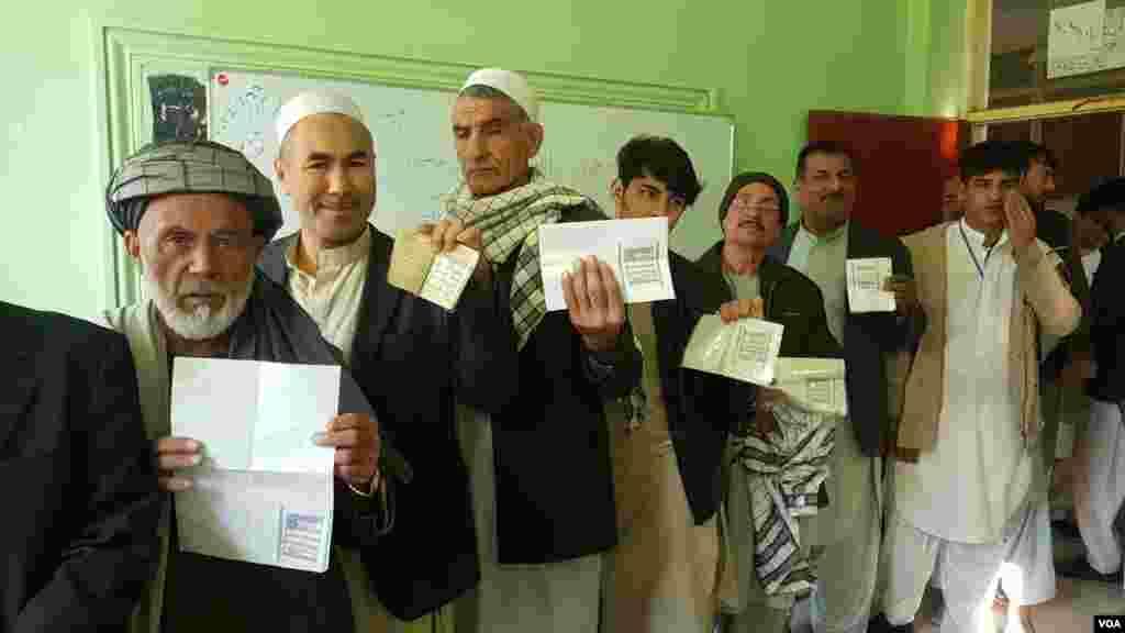 کمیسیون مستقل انتخابات افغانستان گفته است که حدود ۸.۸ میلیون نفر برای شرکت در انتخابات روز شنبه ثبت نام کرده بودند